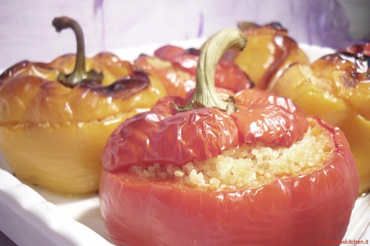 Peperoni al frono ripieni di couscous e gamberetti con salsa cremosa al pomodoro e Robiola