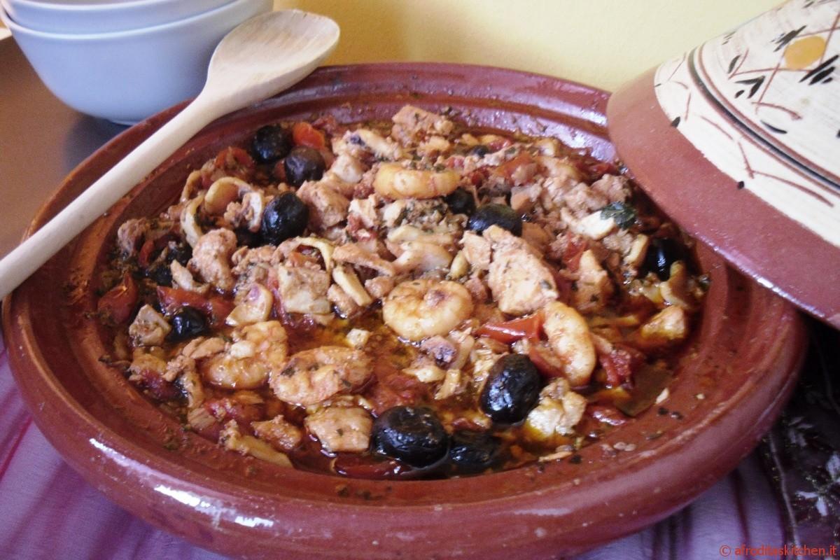 Tajine di pesce alla chermoula con olive nere e pomodorini