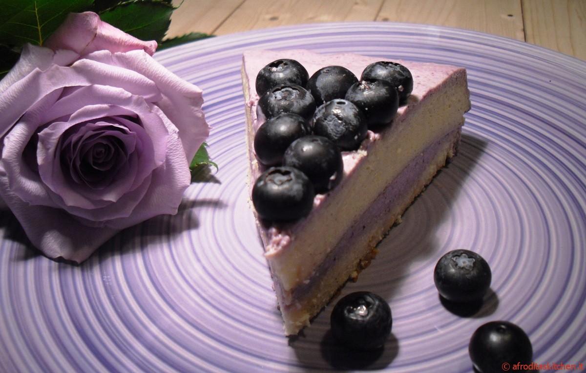 Japanese Cotton cheese cake in viola con farcitura allo yogurt e mirtilli
