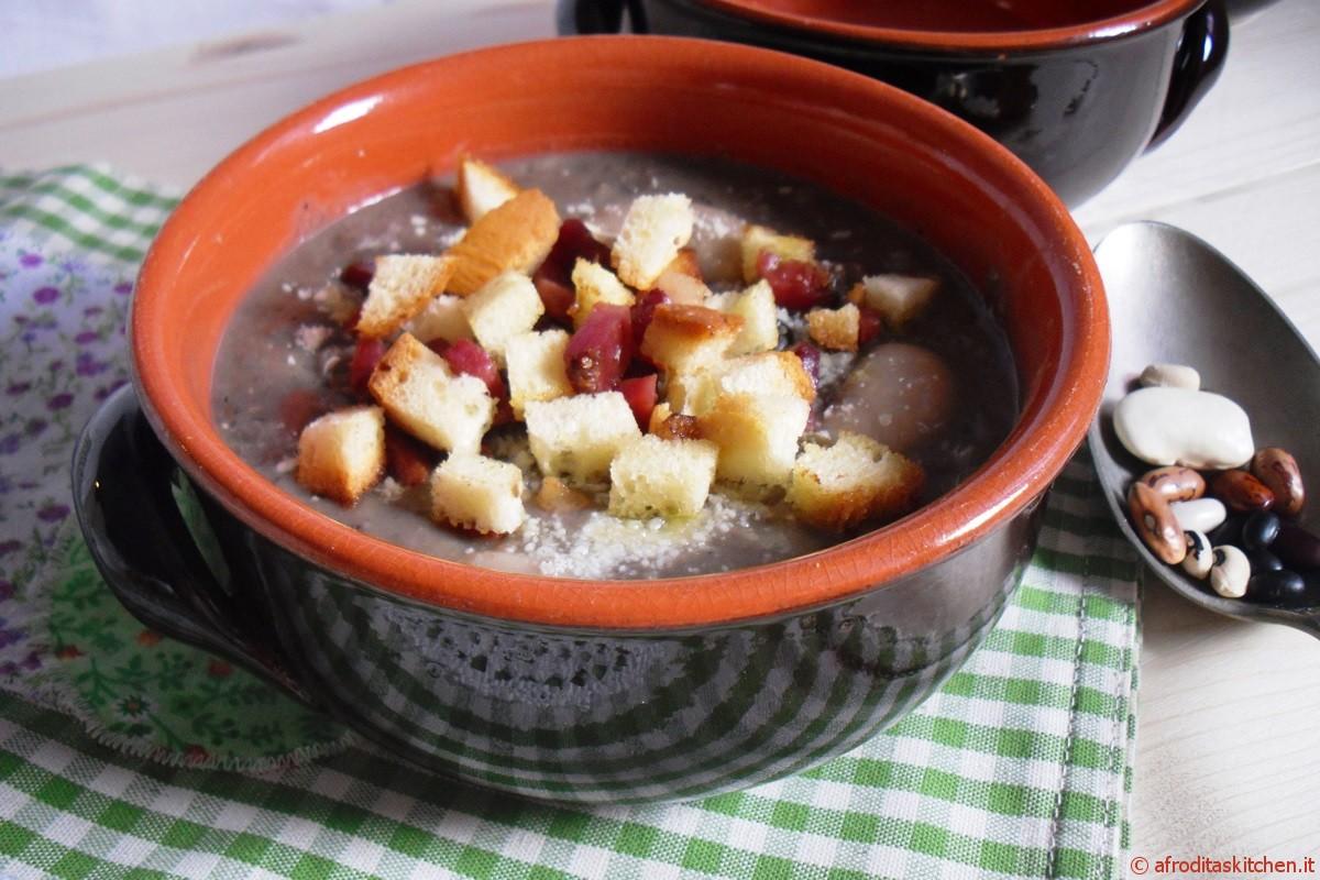 Zuppa di fagioli con speck croccante e crostini di pane per Quanti modi di fare e rifare