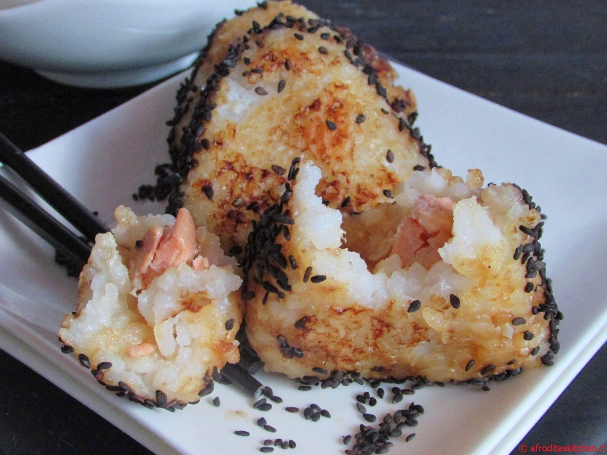 Yaki Onigiri con salmone caramellato e sesamo nero per Quanti modi di fare e rifare