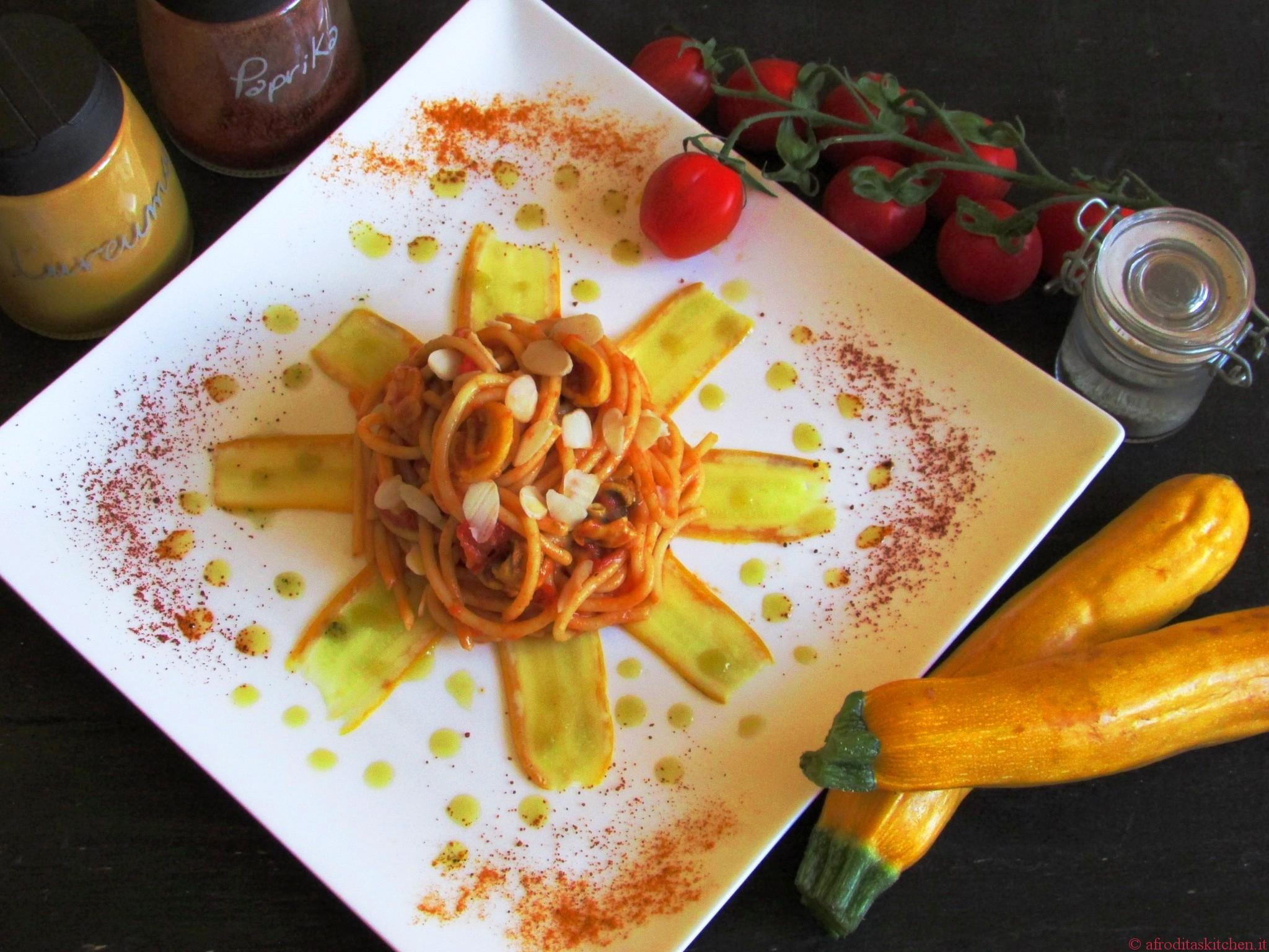 Tajine di vermicelli con sugo speziato di datterini e seppioline su nastri di zucchine gialle con emulsione alla menta