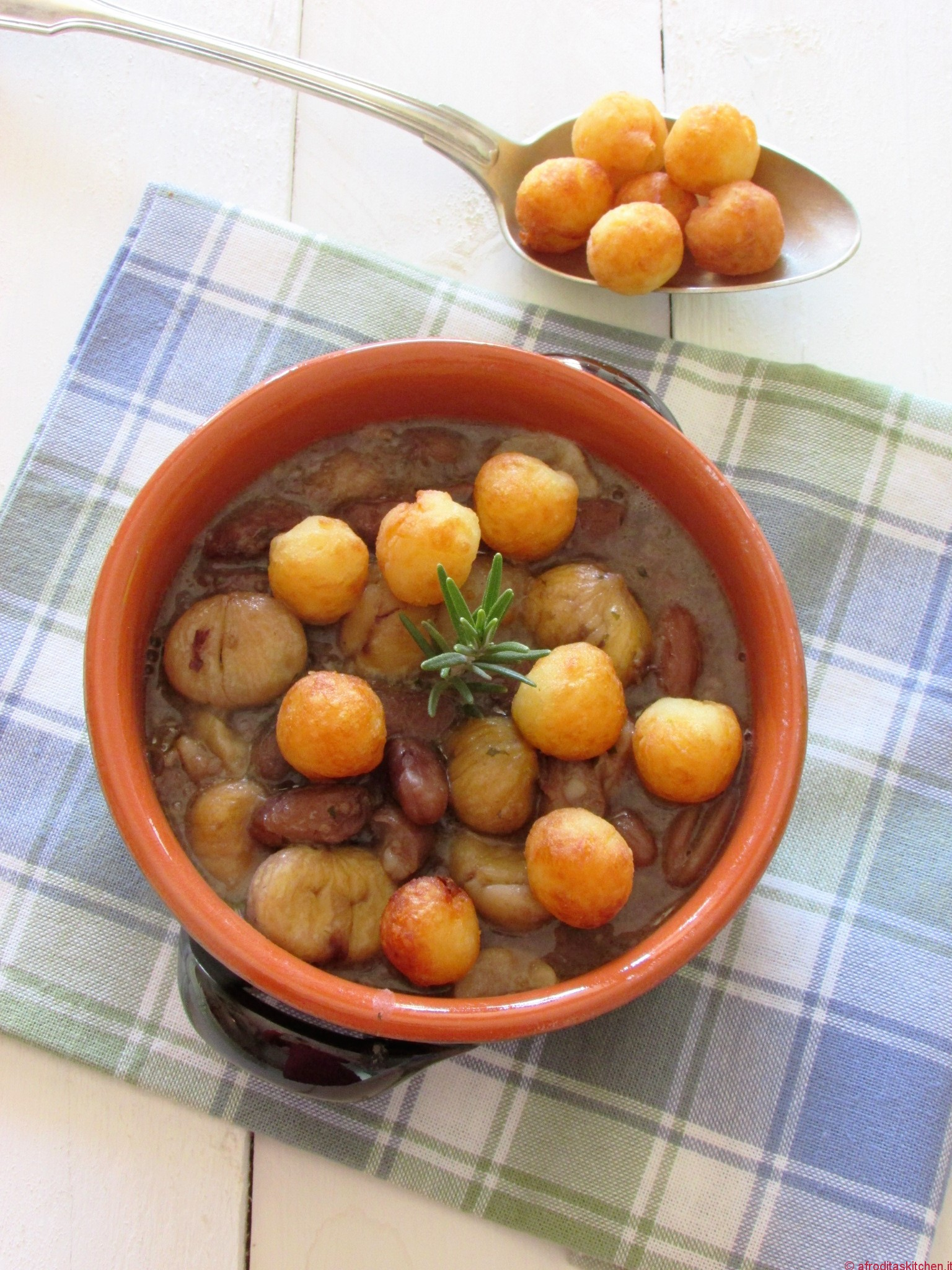 """Zuppa di fagioli e castagne  delle mie colline, con """"gras pist"""" e gnocchetti di patate fritti per #MTC53"""