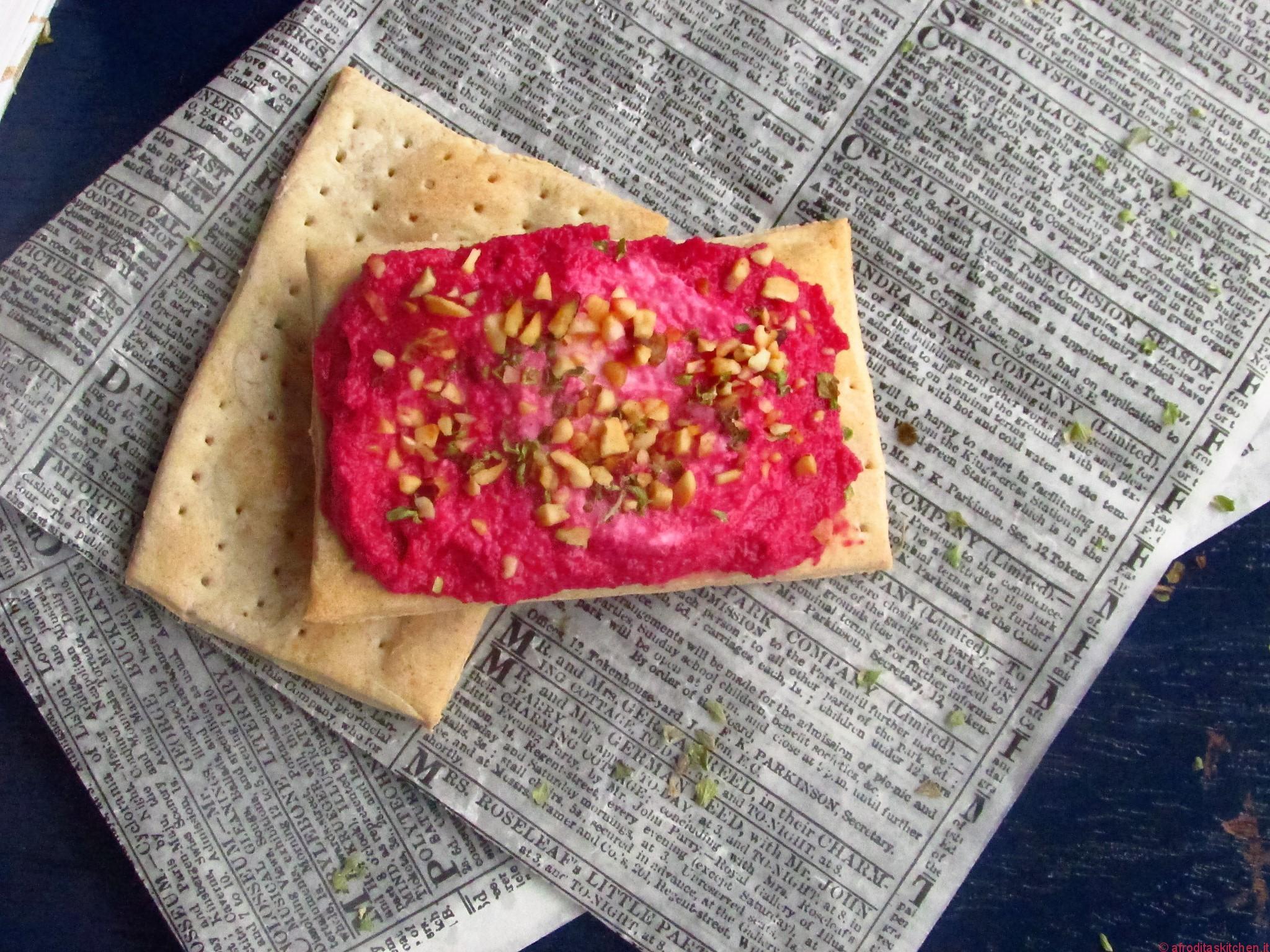 pane azzimo con crema di barbabietola