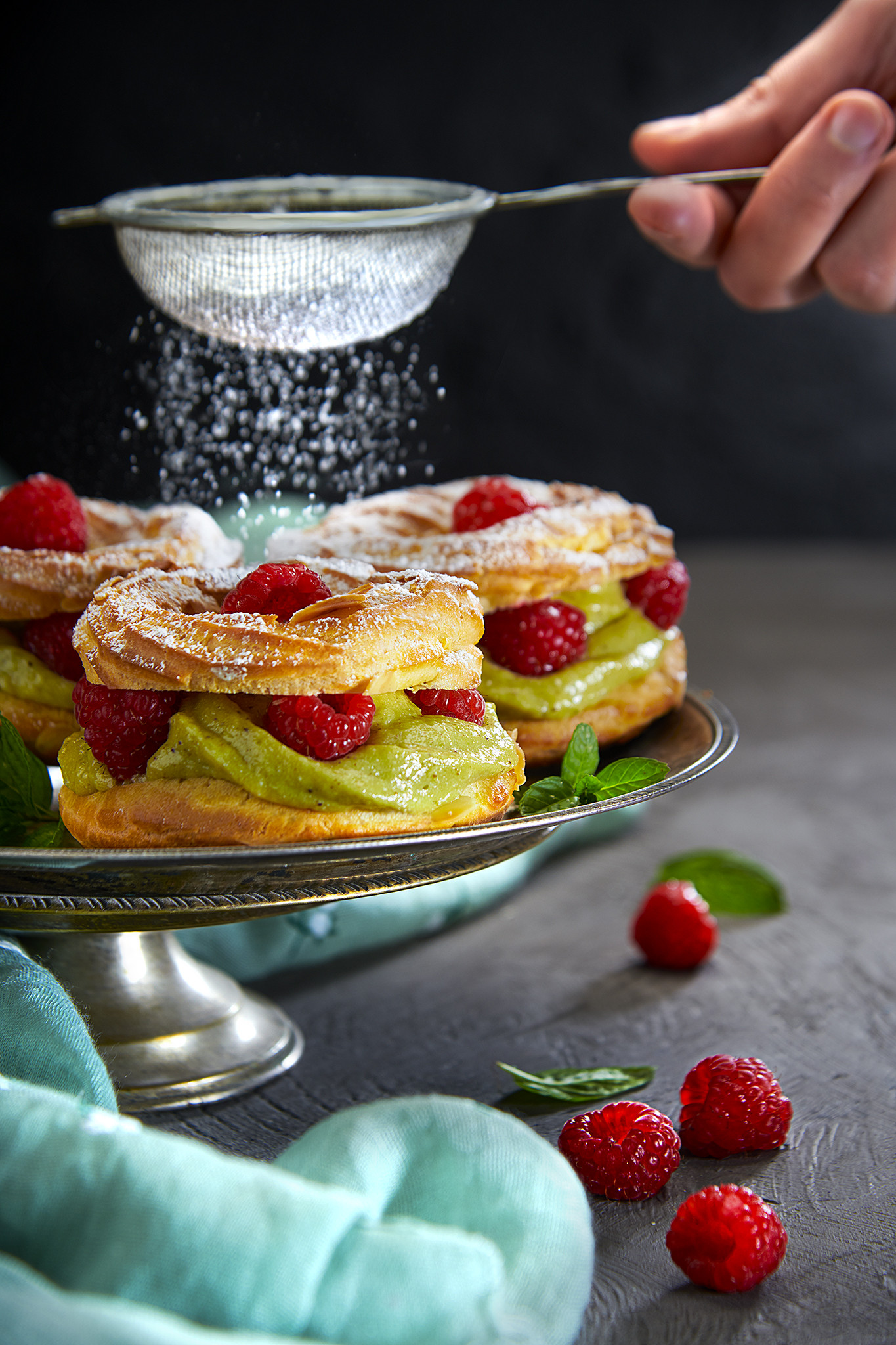 Paris-Brest mignon con crema Chiboust al pistacchio e lamponi